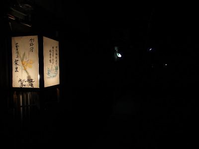 あかりがともった伊勢本街道沿いの常夜灯@御杖村