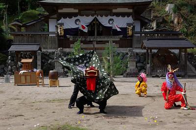 春日神社(桃俣)の獅子舞
