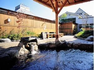 姫石の湯の露天風呂(岩風呂)