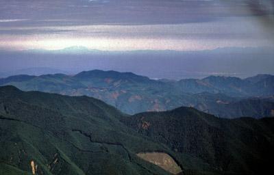 三峰山から御嶽山?を望む
